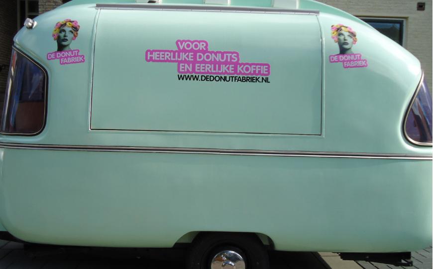 De Donut Fabriek autoreclame