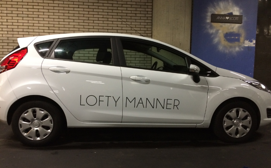 Lofty Manner logo belettering