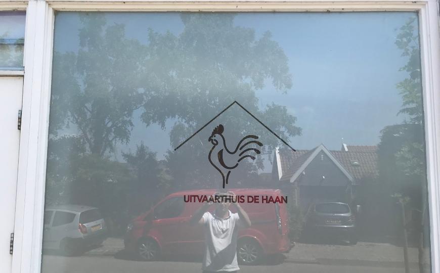 Uitvaarthuis De Haan raambestickering